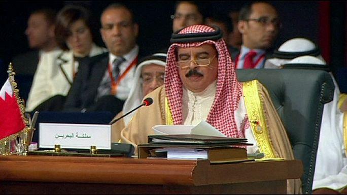 القمة العربية تؤكد في ختامها على مواصلة عاصفة الحزم حتى تحقيق اهدافها