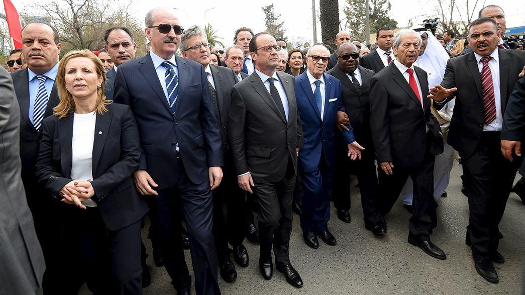 Milhares contra o terrorismo nas ruas de Tunes
