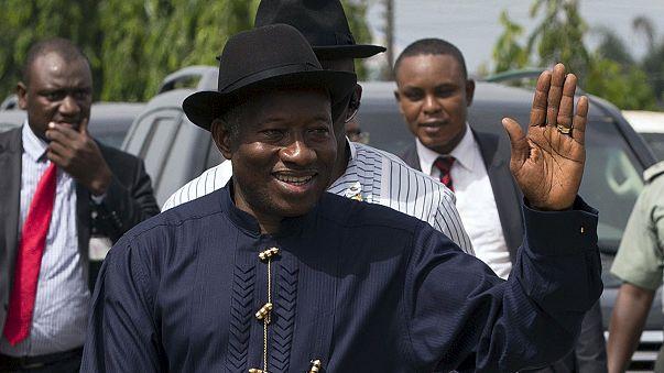 Nijerya'da başabaş geçen seçimde oy sayımı devam ediyor