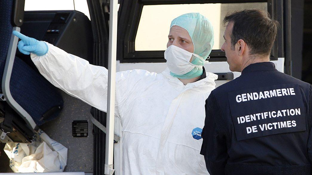 4U9525: Gerichtsmediziner dabei DNS-Proben der Opfer zuzuordnen