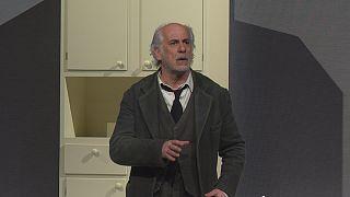 Toni Servillo bleibt Theater treu