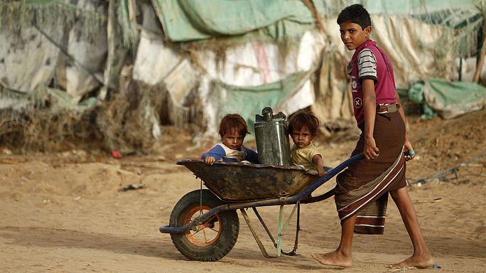 Air strike hits Yemen refugee camp as Saudis consider talks