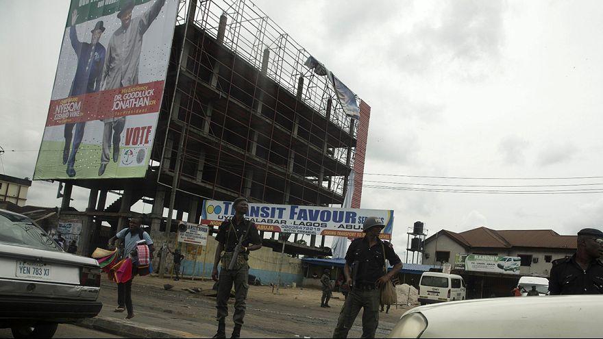 Präsidentenwahl in Nigeria: Kopf-an-Kopf-Rennen zeichnet sich ab