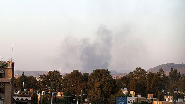 Yemen: Air strike kills at least 40 people at camp, say aid workers