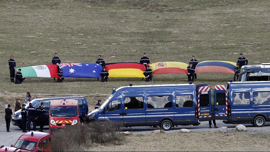 """A una settimana dall'incidente aereo si cerca ancora la scatola nera. In Germania si parla di """"undici settembre tedesco"""""""
