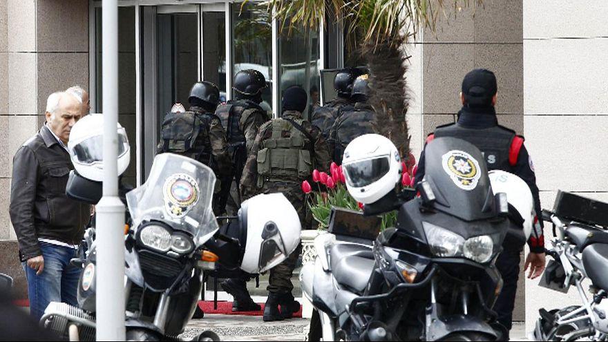 Turquía: la policía toma el edificio donde un grupo radical de izquierda ha secuestrado a un fiscal
