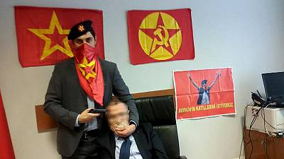 Turkish prosecutor held by gunmen in Istanbul courthouse