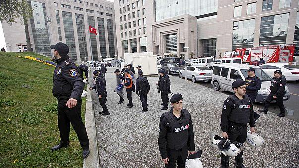 [CANLI] İstanbul'da rehine olayı kanlı bitti:2 terörist öldü, savcı ağır yaralı