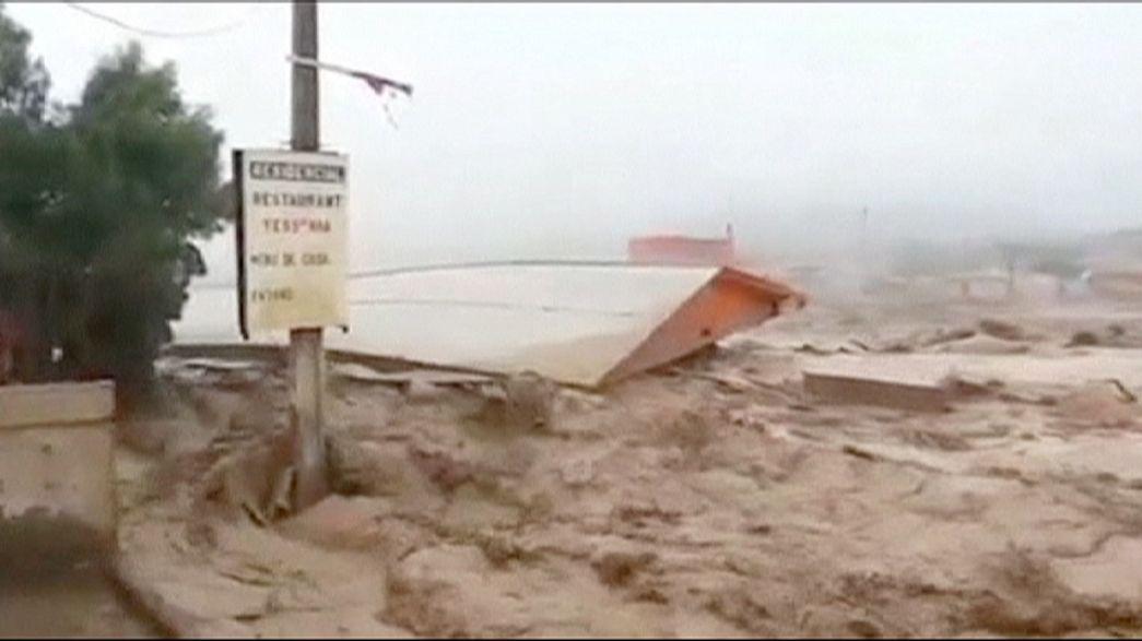 Şili'de en az 18 kişi sele kapıldı