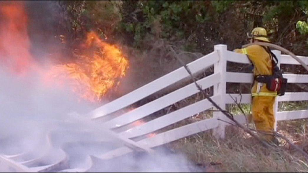 EUA: Incêndio florestal perto de Los Angeles