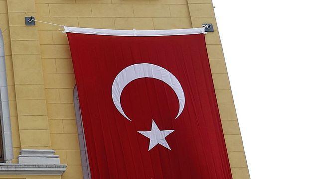 Armed men break into AKP office in Istanbul