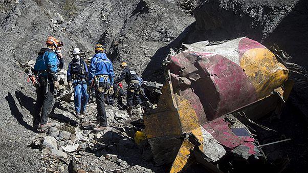 """Sind die """"erschütternden"""" Aufnahmen aus dem abgestürzten Airbus echt?"""