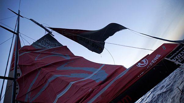 Volvo Ocean Race: кругосветка потеряла одного из лидеров