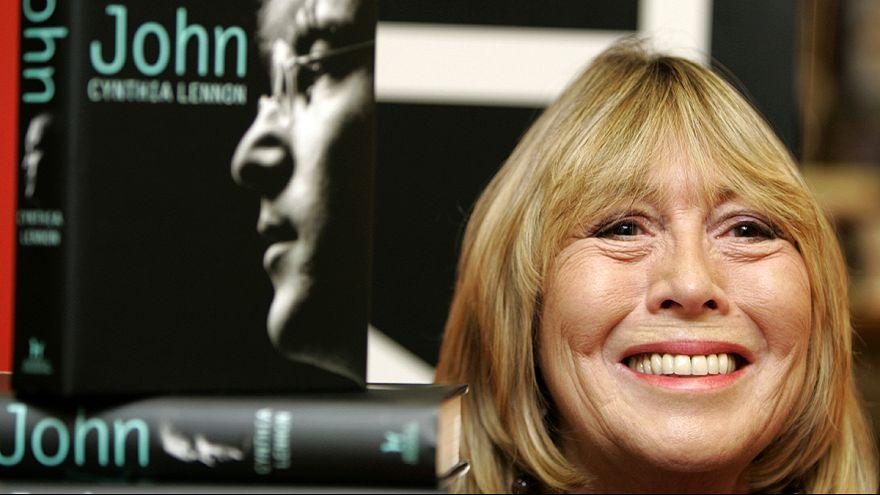 وفاة سينتيا الزوجة الأولى لمغني البيتلز جون لنون
