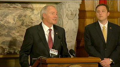 El gobernador de Arkansas se retracta y pide modificar una ley criticada por vulnerar los derechos de los homosexuales