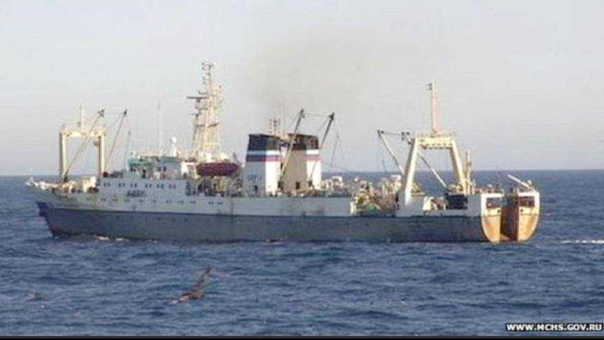 В Охотском море утонул траулер: десятки погибших