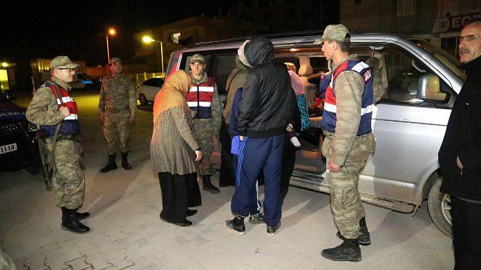 تركيا تعتقل تسعة بريطانيين كانوا يعبرون الحدود الى سوريا