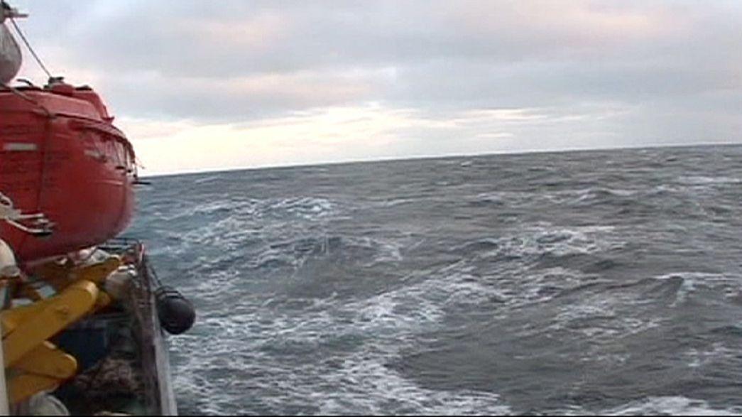 Russischer Fischtrawler sinkt im eiskalten Ochotskischen Meer