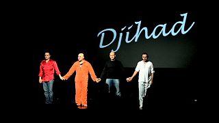 Gimnáziumokban játsszák a dzsihádista színdarabot
