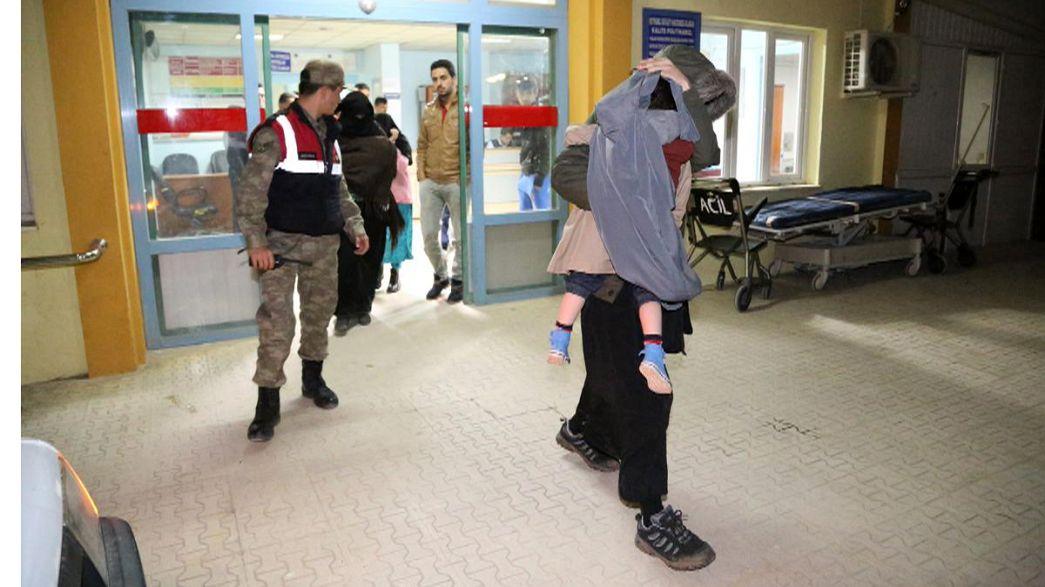 Filho de eleito britânico detido quando tentava entrar na Síria