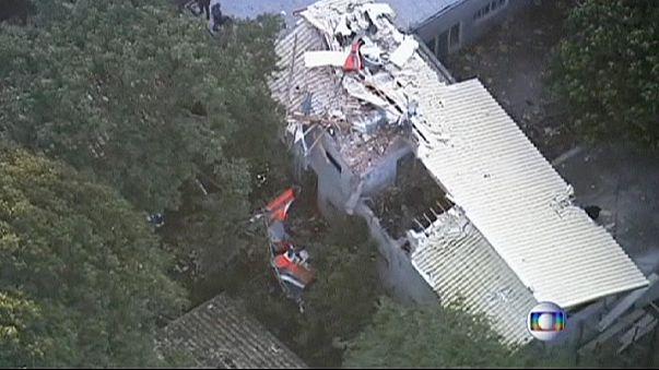 Brasile, elicottero precipita su una casa