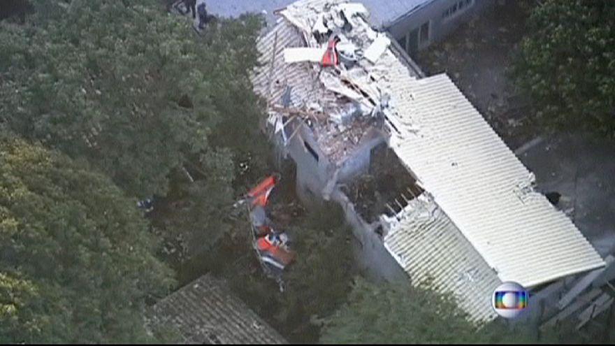 Brasil: cinco muertos al estrellarse un helicóptero sobre una casa