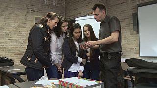 Gli insegnanti al fianco degli studenti di fronte a problemi sociali