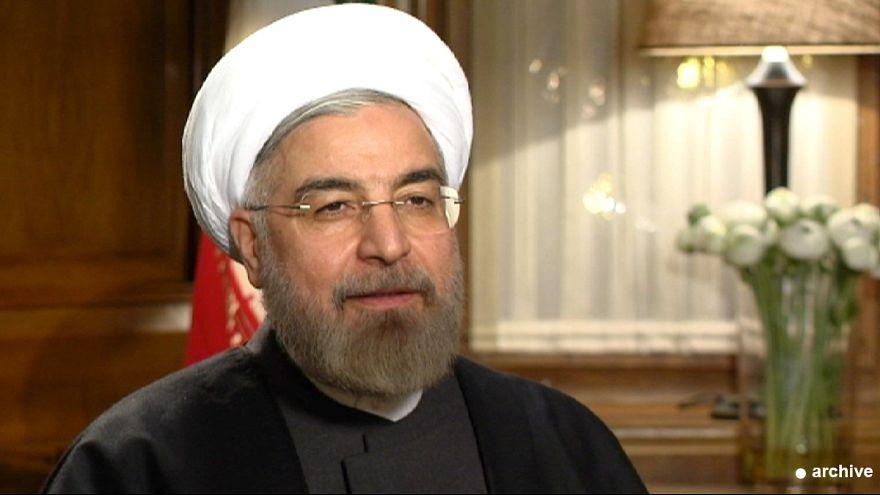 """ظريف بطلاً في طهران وروحاني يبارك الإنجاز ويدعو العالم إلى """"تفاعل بناء"""""""