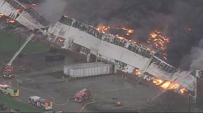"""حريق يدمر مبنى كبيراً لـ""""جينيرال إلكتريك"""" في ولاية كنتاكي"""