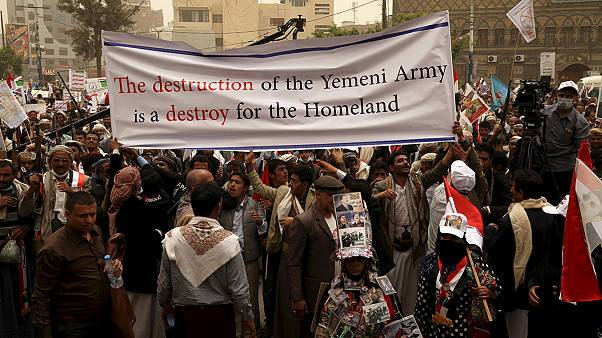 Jemen: tüntetés a szaúdiak által vezetett légicsapások ellen