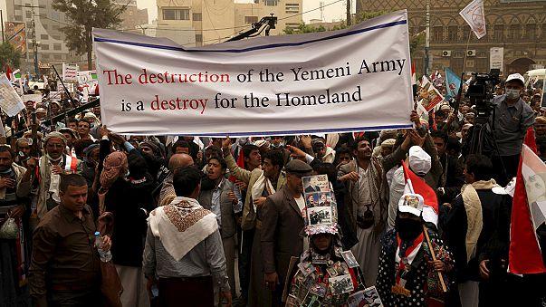 La Coalición Árabe lanza armas en paracaídas a las milicias del depuesto presidente Hadi