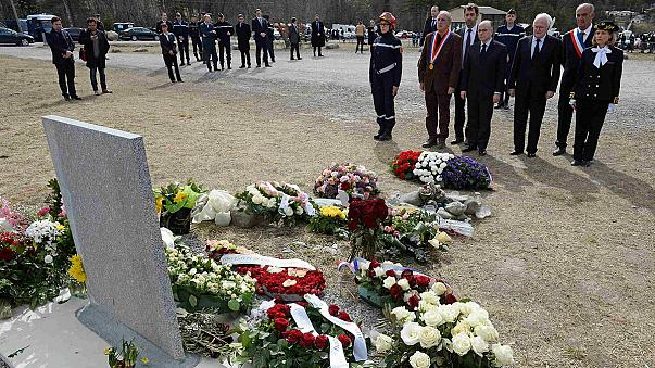 Alpi francesi, un omaggio alle vittime del disastro aereo