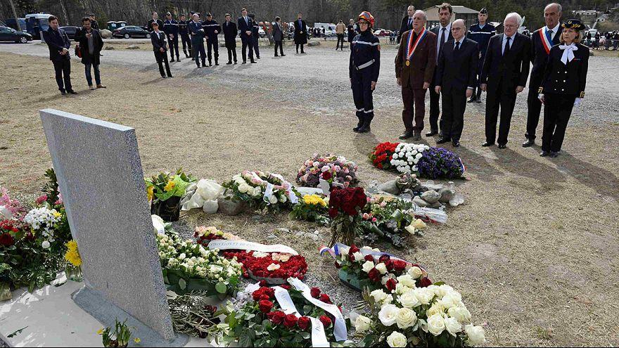"""Глава МВД Франции о крушении самолёта: """"к такой трагедии невозможно подготовиться"""""""