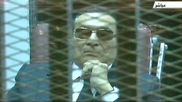 Mubarak y sus hijos volverán a sentarse en el banquillo de los acusados