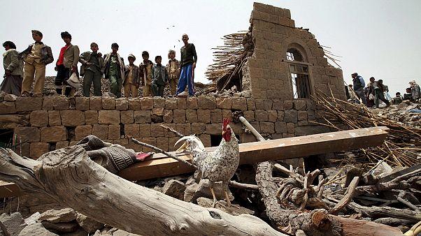 یمن؛ کشته شدن تعدادی غیرنظامی در حملات ائتلاف، پیشروی حوثیها در عدن