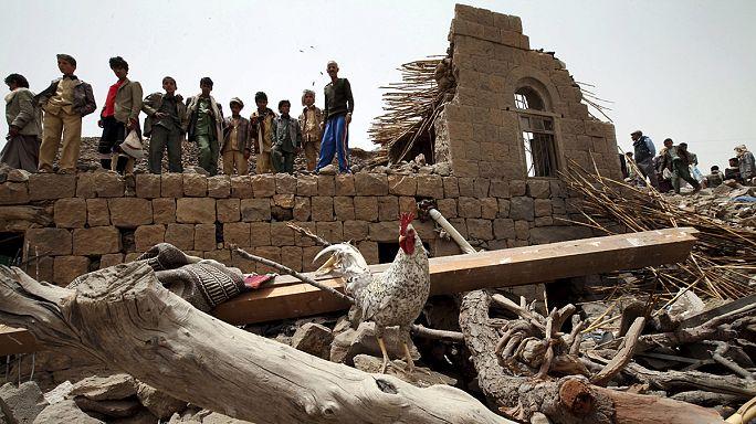 اليمن: الضربات الجوية للتحالف ضد الحوثيين أدت إلى مقتل 11 مدنياً منهم أطفال، فيما سيطرت جماعة الحوثي على مقر محافظة عدن