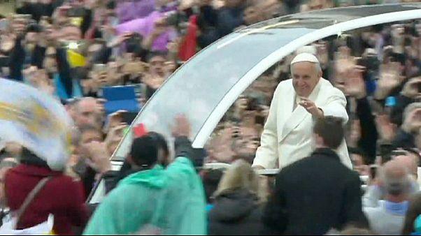 پاپ در مراسم پاک: امیدوارم تفاهم ایران و قدرتهای جهانی باعث امن تر شدن جهان شود