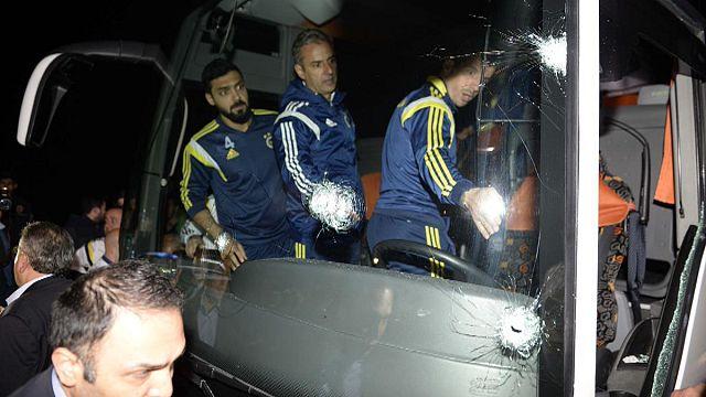 Fenerbahçe takım otobüsüne silahlı saldırı
