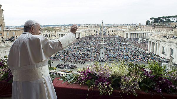 دعا برای کاهش درد و رنج مردمان گرفتار در جنگ در مراسم عید پاک در واتیکان