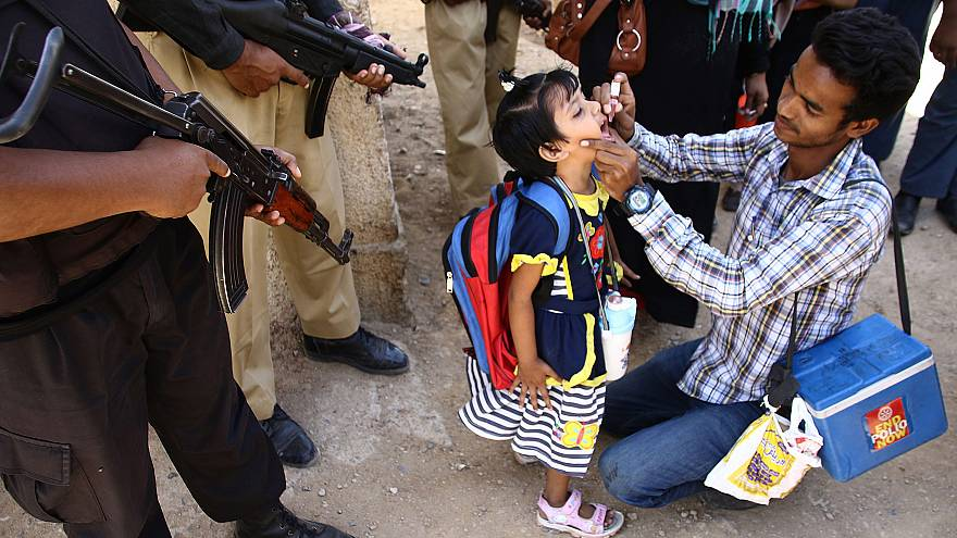 Image: Polio vaccination in Pakistan