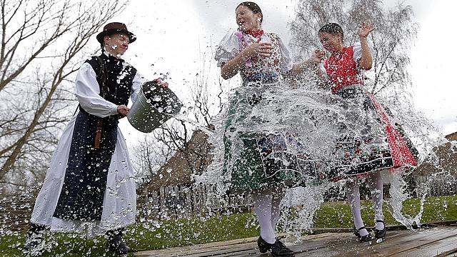 De l'oeuf polonais au lapin allemand : l'Europe célèbre Pâques