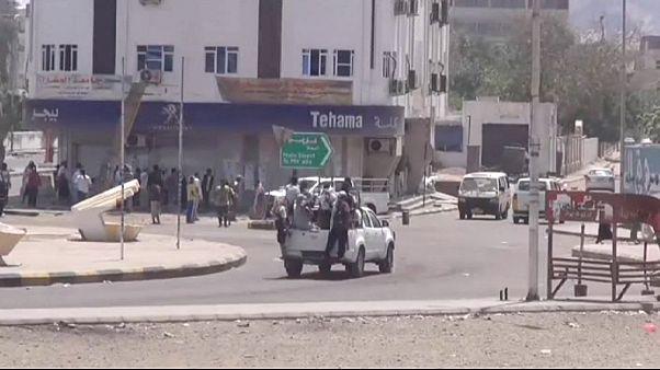 تبادل آتش سنگین میان حوثی ها و نیروهای وفادار به دولت یمن در عدن