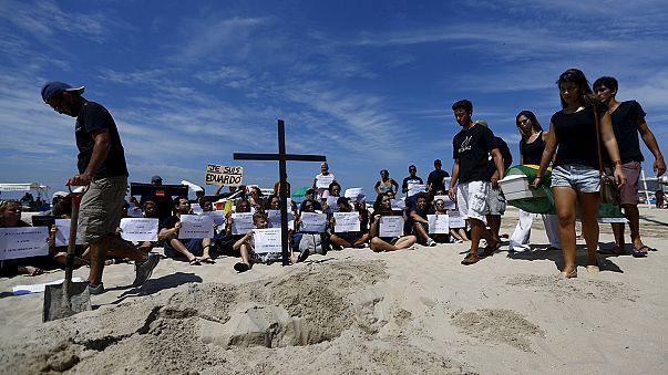 Brésil : cortège funéraire sur fond de protestations après la mort d'un enfant