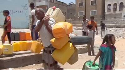 Water and food shortages in Yemeni city of Aden amid ongoing battles