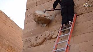 Νέο βίντεο με καταστροφές αρχαιοτήτων δημοσιοποίησε το ΙΚΙΛ