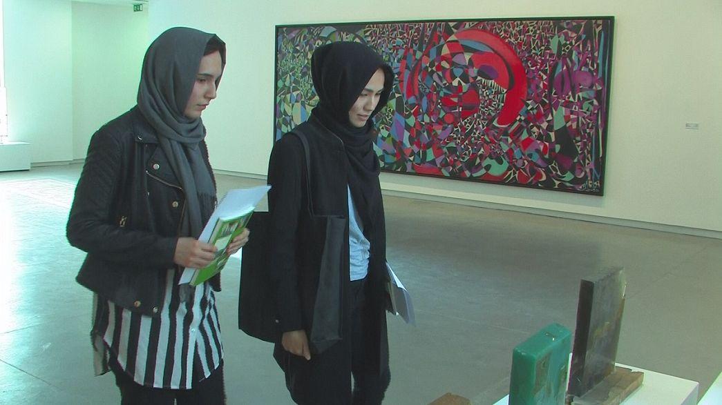 A bienal de Arte dos Emirados Árabes Unidos