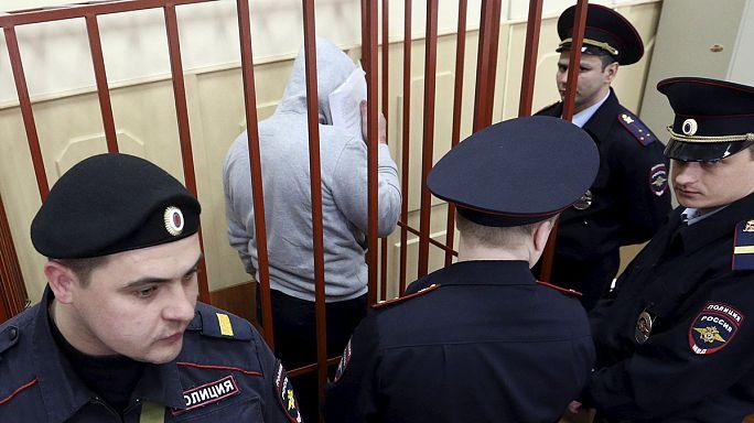 محكمة روسية تقضي باستمرار حبس ثلاثة مشتبه بهم في اغتيال نيمتسوف