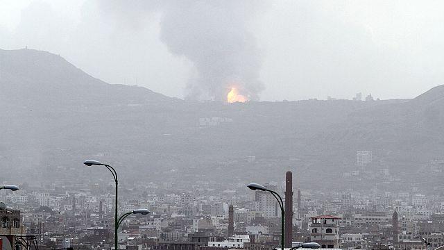 """Йемен: """"аравийская коалиция"""" бомбит укрытие экс-президента"""