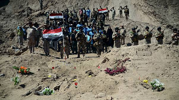 El autodenominado Estado Islámico podría haber enterrado en fosas comunes a 1700 iraquíes en Tikrit