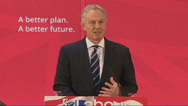 El candidato laborista Ed Miliband recibe el aliento de Tony Blair
